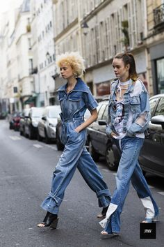 Great denim outfits - if you are a fan of the blue casual fabric then you can take inspiration from these ღ Awesome fashion clothes for stylish women from Zefinka. Amo Jeans, Estilo Jeans, Denim Jeans, Trend Council, Fashion Weeks, Looks Jeans, Bcbg, Quoi Porter, Look Street Style
