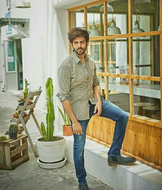 U r like my forever ♾😘 Bollywood Outfits, Bollywood Actors, Bollywood Celebrities, Mens Hairstyles With Beard, Chocolate Boys, Indian Man, King Of Hearts, Boys Dpz, Cute Actors
