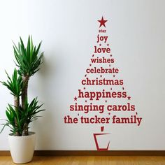 Idea per decorare le pareti per Natale con un sticker a forma di albero con scritta personalizzata
