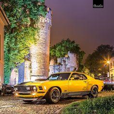 one mustang... many horses  #fordmustang #mustang #classiccar #retrocars #vintagecar #jena #jenaparadies #canon #mach1 #sportcar #yellow