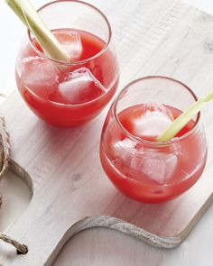 Watermelon Juice with xi, Ginger and Lemongrass: Thanks to watermelon's natural sweetness, this drink doesn't call for sugar - plus if you add xi you have a low cal low glycemic sweetener on deck w/ the agave. Non Alcoholic Drinks, Fun Drinks, Yummy Drinks, Healthy Drinks, Healthy Recipes, Beverages, Drinks Alcohol, Juice Recipes, Party Drinks