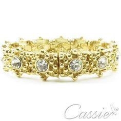 Pulseira tipo bracelete com detalhes em strass, folheada a ouro. #cassie #semijoias #instafashion #moda #fashion #pulseira #pulseirismo #inlove #trends #acessórios #tendência #estilo