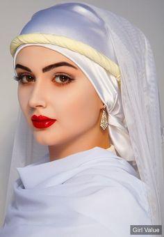 - White Arabic Beauty Muslim women hijab in arabic - Hijab Beautiful Muslim Women, Beautiful Hijab, Beautiful Eyes, Gorgeous Women, Beauty Full Girl, Beauty Women, Idda Van Munster, Muslim Beauty, Braut Make-up