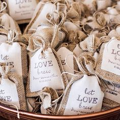 Ohhh coffee lovers what a beautiful favor! (It might be a great help after a party night!) #weddingfavor #favors #wedding #heybride #coffee #coffelover