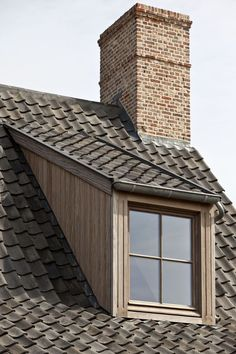 dakkapel met houten afwerking en boomse pannen