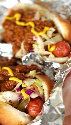 Nibble Me This: The Tennessee Smoky Hot Dog Chili dogs Hot Dog Chili, Chili Dogs, Dog Recipes, Grilling Recipes, Cooking Recipes, Grilling Ideas, Vegetarian Recipes, Hot Dogs, Hot Dog Sauce