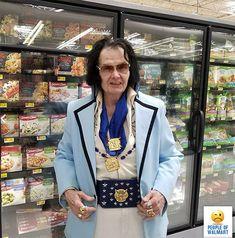 20 Crazy and Funny People Of Walmart That Really Exist - Vol 11 - TrollPics Walmart Customers, Walmart Shoppers, Walmart Stores, People Of Walmart, Dumb People, Walmart Pictures, Funny Pictures, Fail Pictures