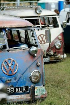 VW Volkswagen Bus | Ratty Age Worn Splitties #VWBus | re-pinned by http://www.wfpblogs.com/category/toms-blog/