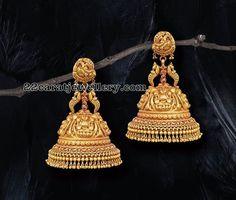 Gold Jhumkas and Diamond Earrings Gold Jhumkas and Diamond Earrings Gold Jhumka Earrings, Jewelry Design Earrings, Gold Earrings Designs, Gold Jewellery Design, Diamond Earrings, Jhumka Designs, Ring Designs, Gold Temple Jewellery, India Jewelry