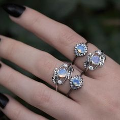 Love rings? You're in good company. #regalrose #opal #vintage