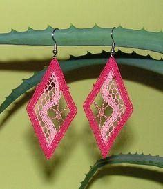 bobbin lace in wire: swirl earrings Lace Earrings, Lace Jewelry, Crochet Earrings, Jewellery, Types Of Lace, Bobbin Lace Patterns, Lacemaking, Lace Heart, Textiles
