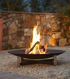 Ein knisterndes Feuer im Freien
