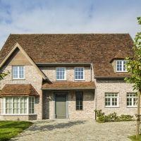 Destelbergen Sims, Villa, Cabin, House Styles, Home Decor, Decoration Home, Room Decor, Mantle, Cabins