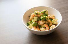 Deze gezonde salade van scampi en avocado is overheerlijk! Klaar in 15 minuten.