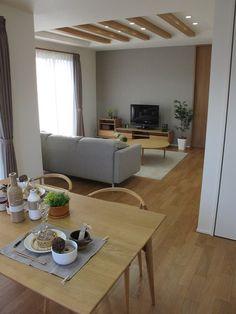 ナチュラルコーディネート事例 天井の梁とナチュラル色の家具の相性が抜群のコーディネート事例です
