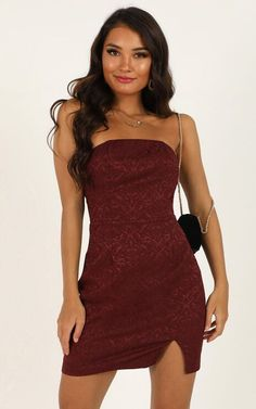 Tight Dresses, Formal Dresses, Dress For Petite Women, Wine Dress, Prom Looks, Burgundy Dress, Dress Makeup, Latest Dress, Looking Gorgeous
