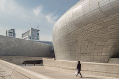 Dongdaemun Design Plaza by architects Zaha Hadid and Samoo is a mutli-purpose urban development project in Seoul, South Korea, featuring art exhibition centers, convention hall, design museum, retails and cafés. http://www.raphaelolivier.com/blog/photographer/shanghai/china/asia/2015/1/29/dongdaemun-design-plaza-seoul-korea | #architecture #korea #seoul #outsides #design #asia
