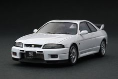 Nissan Skyline GT-R V-spec (R33) Scale Model by HPI-Racing