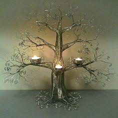 Ett ljusträd i ståltråd. #ståltråd #träd #ljusstake #inredningsdetalj #vaivotsluffarslojd #byvaivot #design
