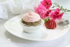 Vegan & Gluten Free Strawberry Cupcakes with Strawberry Buttercream Frosting Strawberry Frosting Recipes, Strawberry Cupcakes, Cupcake Recipes, Strawberry Buttercream, Cupcake Cakes, Dessert Recipes, Buttercream Frosting, Diy Cupcake, Strawberry Desserts