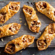 Deze snelle appeltaartjes van bladerdeeg staan vandaag online! Zie linkhellip