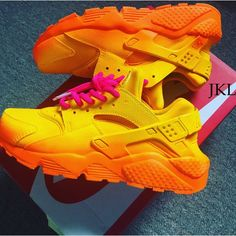 Adults Summer fade Nike Air Huarache Summer fade by JKLcustoms Cute Sneakers, Sneakers Mode, Sneakers Fashion, Shoes Sneakers, Brown Sneakers, Apl Shoes, Allbirds Shoes, Shoes Jordans, Summer Sneakers