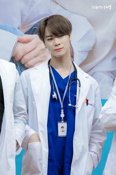 Quiero doctores así en mi país :v