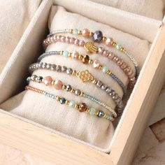 Colorful bracelets with facetted pearls and golden details - Diy Schmuck - Jewelry Diy Jewelry Rings, Diy Jewelry Unique, Diy Jewelry To Sell, Diy Jewelry Making, Jewelry Crafts, Beaded Jewelry, Diy Jewellery, Silver Jewelry, Jewelry Drawer