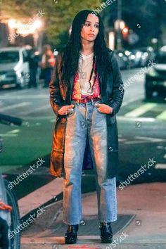 Zoe Kravitz on the Set of High Fidelity . Zoe Kravitz on the Set of High Fidelity . Zoe Kravitz Tattoos, Zoe Kravitz Braids, Casual Street Style, Street Style Looks, Looks Style, Grunge Street Style, Style Année 20, Her Style, Style Men