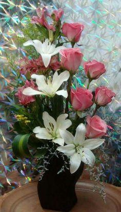 23 Clever DIY Christmas Decoration Ideas By Crafty Panda Altar Flowers, Church Flowers, Funeral Flowers, Silk Flowers, Valentine Flower Arrangements, Large Flower Arrangements, Flower Vases, Ikebana, Deco Floral