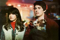 Phoebe Cates and Zach Galligan in Gremlins (1984)