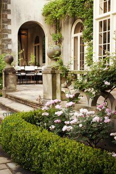 Gorgeous English Manor and Garden ~ Manor Garden, Dream Garden, Home And Garden, Garden Front Of House, House Front, Formal Gardens, Outdoor Gardens, Outdoor Rooms, Outdoor Living