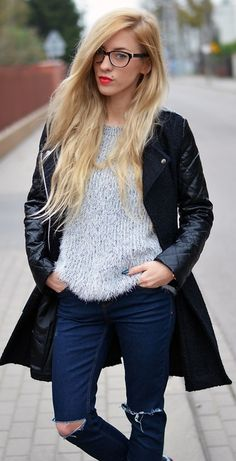 Fluffy Sweater in Grey & ripped jeans