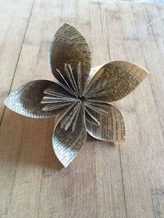 Book pages tree ornament tutorial - Paper Flowers Ideas Old Book Crafts, Book Page Crafts, Book Page Art, Newspaper Crafts, Book Pages, Barn Crafts, Folded Book Art, Paper Book, Folded Paper Flowers