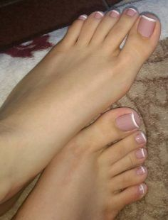 Pin by anna /style advice on toe nails in 2019 Pretty Toe Nails, Cute Toe Nails, Pretty Toes, Gorgeous Nails, Beautiful Toes, French Nails, French Pedicure, French Toes, Toe Nail Color