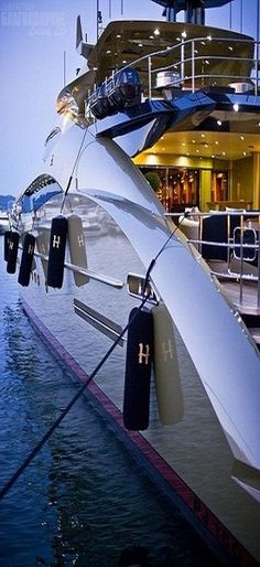 My party will be on a yacht! Sailing around the Newport Beach harbor all evening… My party will be on a yacht! Sailing port all evening. Yacht Luxury, Luxury Travel, Luxury Penthouse, Luxury Food, Luxury Decor, Luxury Cars, Luxury Homes, Yacht Design, Foto Zoom