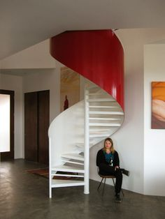 Apartment Design, House Painting Red Staircase White Walls Picture Red Stairs White Walls Buddhist Retreat Modern Desert Sanctuary in Uta. Mini Loft, S Shaped Stairs, Buddhist Retreat, Utah, Take The Stairs, Modern Staircase, Spiral Staircases, House Painting, Stairways