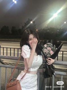 Aesthetic Girl, Aesthetic Clothes, Kpop Fashion Outfits, Girl Fashion, Estilo Beatnik, Korean Girl Photo, Insta Photo Ideas, Poses For Pictures, Foto Pose