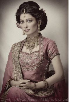 gorgeous neckline! and the jewellery goes so well here.