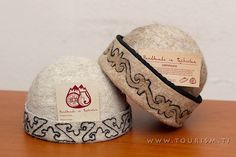 GlobeIn: Handmade Felt Beany Hat with ancient Pamiri ornaments #globein