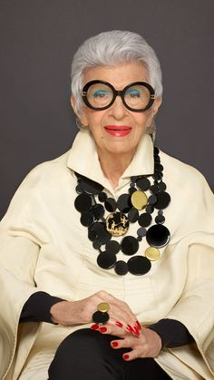 Be Bold Over jewelry collection in limoges porcelain © Iris Apfel 📸 Keith Major Iris Fashion, Ad Fashion, Fashion Over 50, Stylish Older Women, Older Women Fashion, Moda Mania, Mode Alternative, Jewelry Editorial, Advanced Style