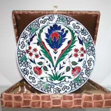 Klasik İznik Çinileri Ottoman Classics Nicea Pottery & Tiles Plates B & B, 16th Century, Retail Price, Ottoman, Tiles, Decorative Plates, Pottery, The Originals, Tableware