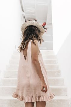 Soludos-Soludos_Escapes-Light_Pink_Dress-Knotted_Sandals-Mykonos-Greece-Collage_Vintage-Summer_Outfit-Street_Style-36                                                                                                                                                                                 Más