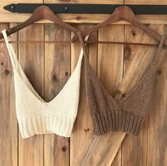 Beach crop top made of cotton. Size: S/M/L Colour: ecru/ brown Handknitted Clean by hand Made of: cotton Knitting Designs, Knitting Projects, Crochet Projects, Knitting Patterns, Crochet Patterns, Crochet Crop Top, Crochet Bikini, Knit Crochet, Crochet Clothes