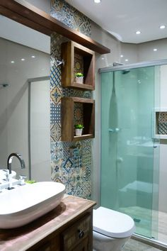 Banheiro divertido e rústico: Banheiros rústicos por Camila Chalon Arquitetura