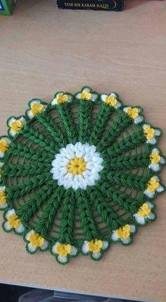 This Pin was discovered by Ayt Crochet Potholder Patterns, Crochet Mandala Pattern, Crochet Doilies, Crochet Flowers, Crochet Sweater Design, Crochet Designs, Quick Crochet, Crochet Home, Honeycomb Stitch