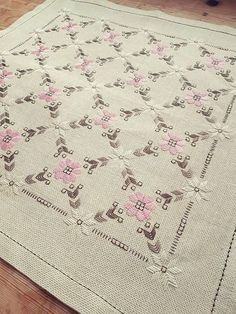 Lovely floral allover embroidered tablecloth in mint condition, spotless. The size is: 20 1/2 x 20 1/2 The material is linen, cottonthread International shipping Contact me if you have questions Also offer combined shipping and refunding shipping overages Thank you for visit my