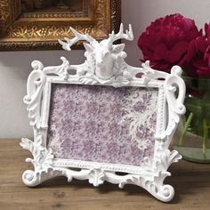 In the same style as our Regal Stag Candle Holder it s the lovely detailing on this white resin frame makes it stand out from the crowd Dimensions