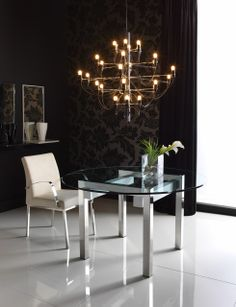 Mesa de comedor DIÁFANA acabada acero inoxidable brillo, blanco y tapa de cristal