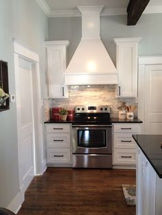 Have you ever watched a Fixer Upper reveal and fantasized about what it would be like to live in the house? Now you can find out! A couple of former Fixer Upper homes are now available as vacation rentals on HomeAway. Kitchen Cabinets Height, White Cabinets, Kitchen Decor, Kitchen Design, Kitchen Ideas, Decorating Kitchen, Fixer Upper Kitchen, Modern House Design, Location